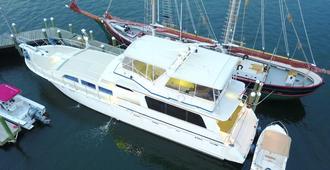 海洋罗曼多赛家庭式游艇酒店 - 纽波特 - 建筑