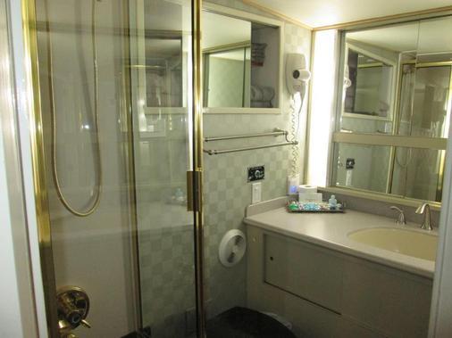 海洋罗曼多赛家庭式游艇酒店 - 纽波特 - 浴室