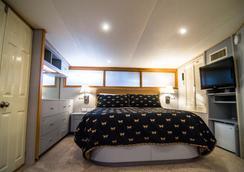 海洋罗曼多赛家庭式游艇酒店 - 纽波特 - 睡房