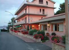 帕都雷拉别墅酒店 - 费拉约港 - 建筑
