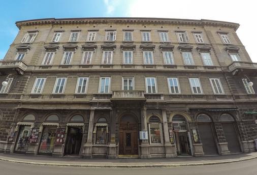 努奥沃艾尔伯格中央酒店 - 的里雅斯特 - 建筑