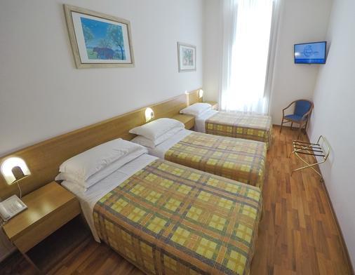 努奥沃艾尔伯格中央酒店 - 的里雅斯特 - 睡房