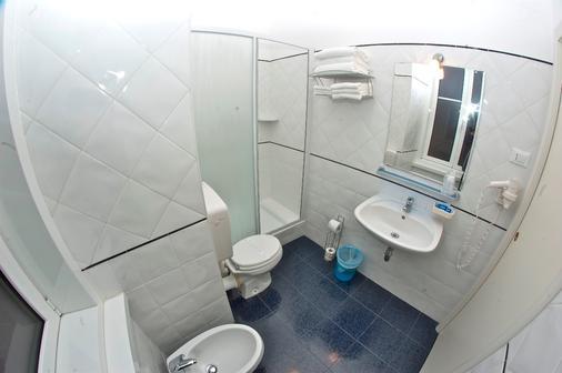 努奥沃艾尔伯格中央酒店 - 的里雅斯特 - 浴室