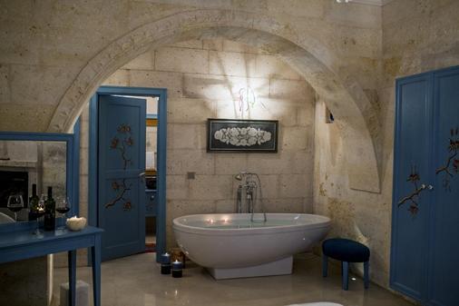 安纳特林精品窑洞酒店 - 乌奇希萨尔 - 浴室