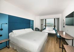 维歌西方酒店 - 维戈 - 睡房
