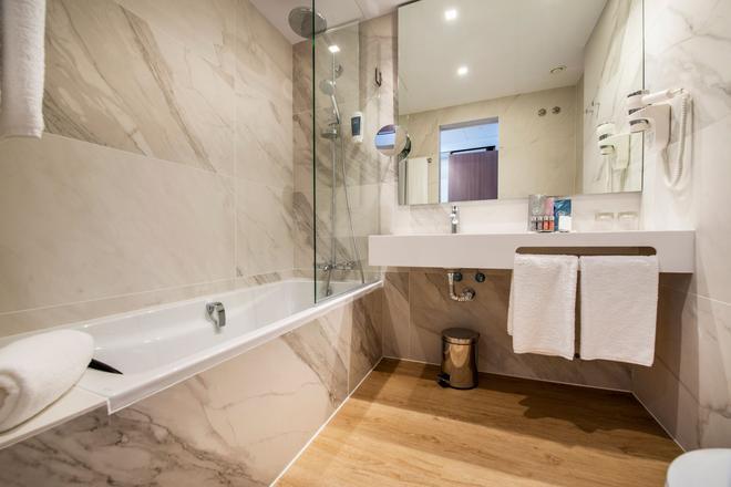维歌西方酒店 - 维戈 - 浴室