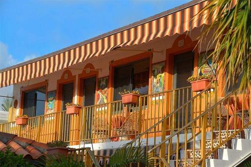 蓝色海洋庭院酒店 - 滨海劳德代尔 - 建筑