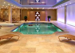 迪瓦尼迈奥泰拉酒店 - 卡兰巴卡 - 游泳池