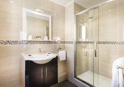 查提龙梦特帕纳瑟酒店 - 巴黎 - 浴室