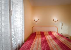 玛丽共和广场酒店 - 巴黎 - 睡房