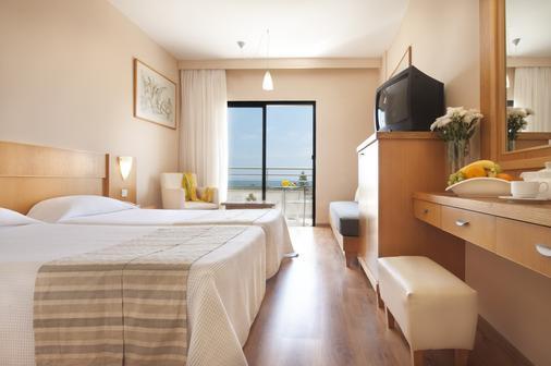 刘易斯法厄同海滩酒店 - 式 - 帕福斯 - 睡房