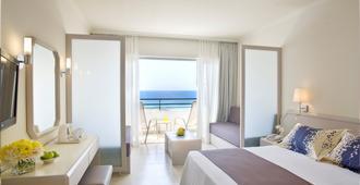 因皮里尔海滩路易酒店 - 帕福斯 - 睡房