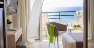 因皮里尔海滩路易酒店 - 帕福斯