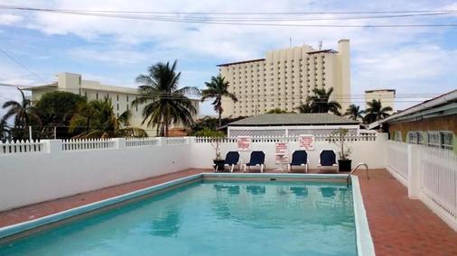 乡村酒店 - 欧丘里欧 - 游泳池