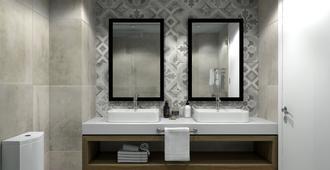 路易斯帕福斯微风酒店 - 帕福斯 - 浴室