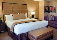 马里波萨套房酒店 - 蒙特雷 - 睡房