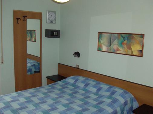 Hotel Niagara Rimini - 里米尼 - 睡房