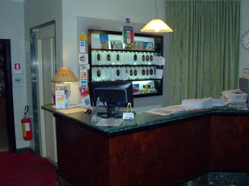 Hotel Niagara Rimini - 里米尼 - 柜台