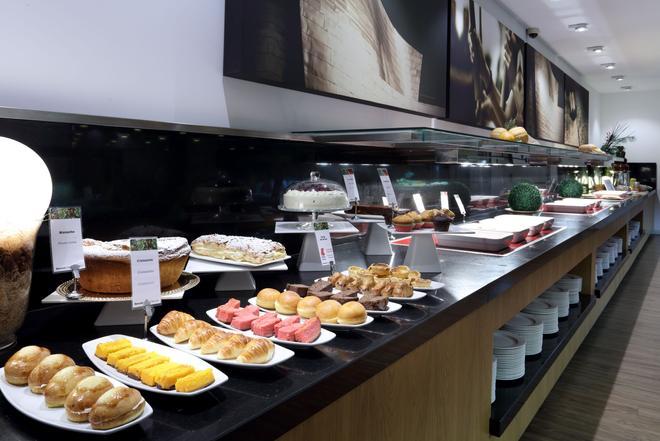 巴塞罗毕尔巴鄂奈维翁酒店 - 毕尔巴鄂 - 自助餐