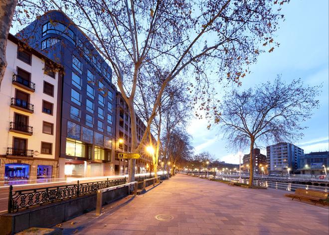 巴塞罗毕尔巴鄂奈维翁酒店 - 毕尔巴鄂 - 建筑