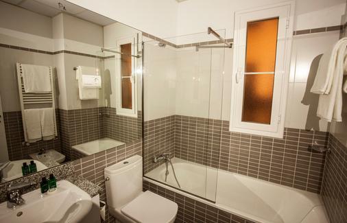 格兰威亚斯普兰顿套房酒店 - 马德里 - 浴室