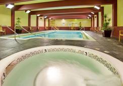 运动体育馆亚当马克酒店和会议中心 - 堪萨斯城 - 游泳池