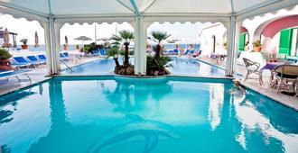 索雷马海滩温泉美容酒店 - 伊斯基亚 - 游泳池