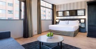 珀蒂宫马德里机场高科技酒店 - 马德里 - 睡房
