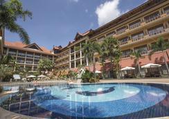 皇后别墅度假酒店 - 暹粒 - 游泳池