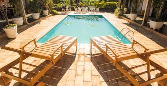 Pousada Antigo Moinho - 蒂拉登特斯 - 游泳池