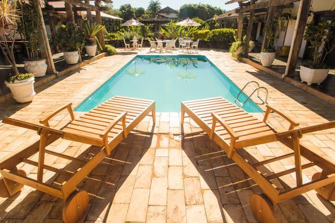 老磨房宾馆 - 蒂拉登特斯 - 游泳池