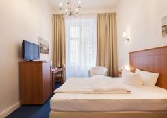 白兰地酒店 - 柏林 - 睡房