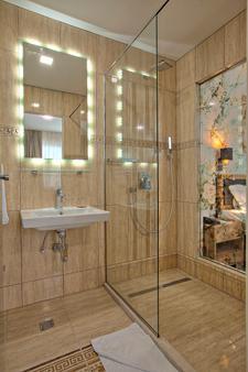 阿兹扎酒店 - 萨拉热窝 - 浴室