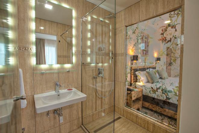 萨拉热窝阿兹札酒店 - 萨拉热窝 - 浴室