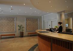 弗里德里希斯海英阿普斯达尔布姆酒店 - 柏林 - 大厅