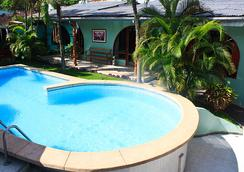 波萨达德路宝套房酒店 - 伊基托斯 - 游泳池