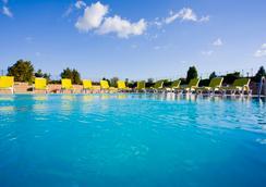 博斯坦哲绿园酒店 - 伊斯坦布尔 - 游泳池