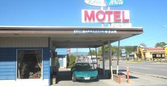 蓝白汽车旅馆 - 卡利斯佩尔 - 建筑