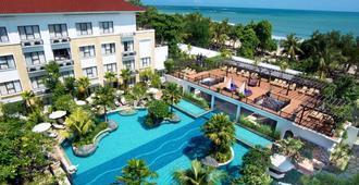 库塔茵娜大酒店 - 库塔 - 游泳池