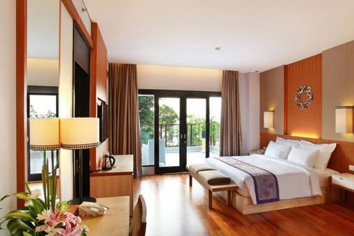 库塔茵娜大酒店 - 库塔 - 睡房