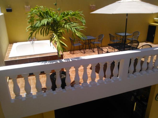 达尔佩雷格里诺酒店 - 梅里达 - 阳台