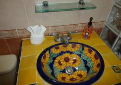 达尔佩雷格里诺酒店 - 梅里达 - 浴室