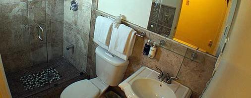 飞马国际酒店 - 基韦斯特 - 浴室
