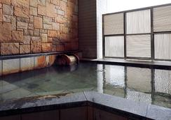 大阪蒙特利拉苏瑞酒店 - 大阪 - 游泳池