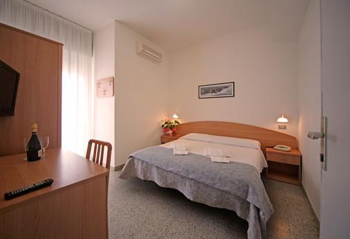 牛津酒店 - 里米尼 - 睡房