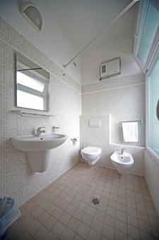 牛津酒店 - 里米尼 - 浴室