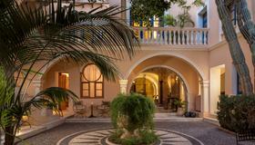 卡萨德尔斐诺温泉酒店 - 哈尼亚 - 建筑