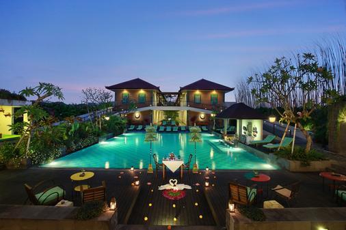 雷诺特尔豪宅C精品酒店及水疗中心 - North Kuta - 游泳池