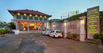 塞米亚克C大厦精品水疗酒店 - 库塔 - 建筑