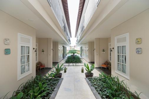 雷诺特尔豪宅C精品酒店及水疗中心 - North Kuta - 门厅